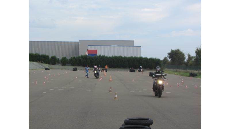 la piste moto privée rue de villeneuve st saturninauto école pleins phares moto école pleins phares